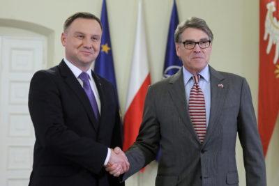 Ameriški državni sekretar za energijo Rick Perry in poljski predsednik Andrzej Duda (Foto: epa)