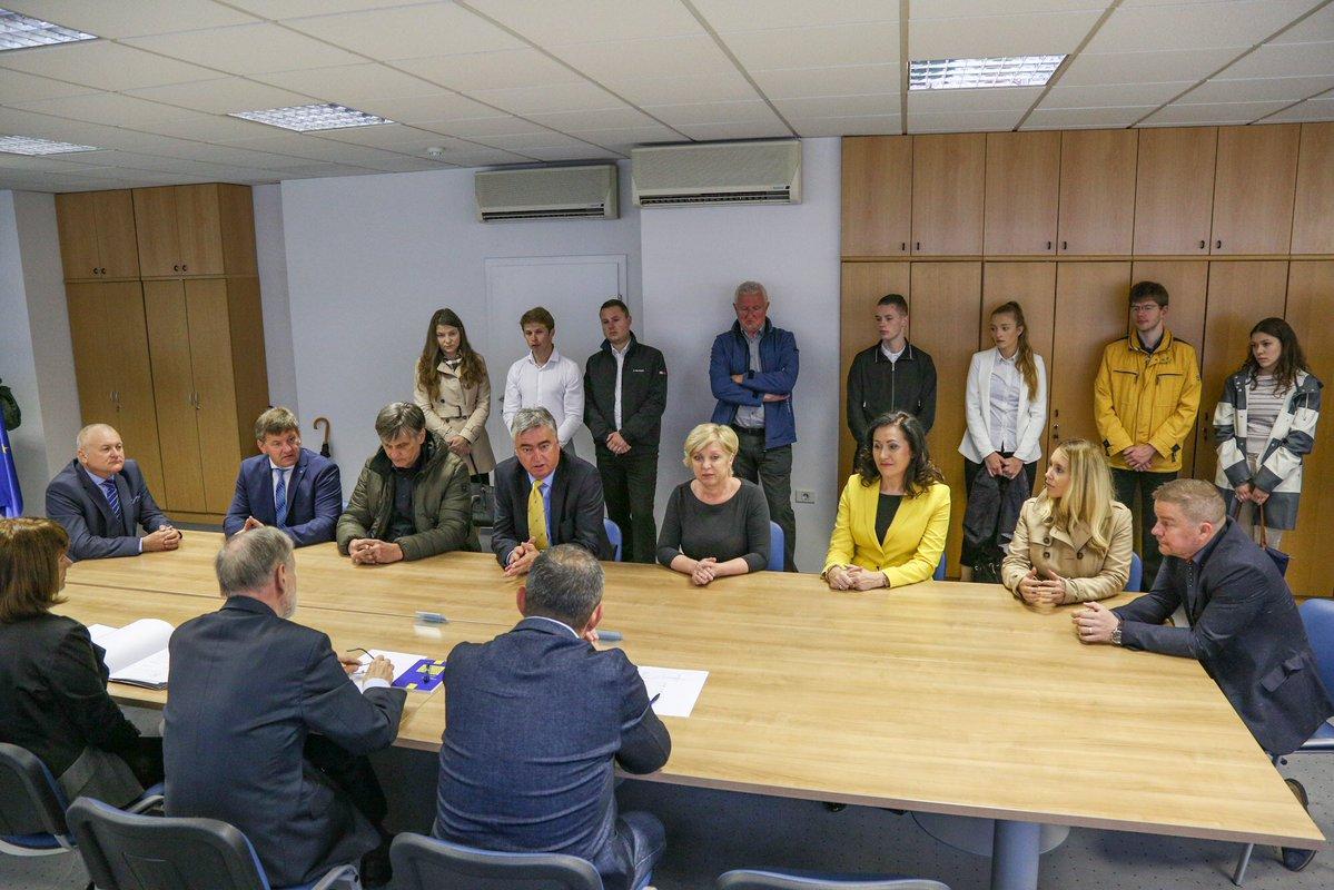 SDS In SLS Vložili Zmagovito Listo Za Evropske Volitve