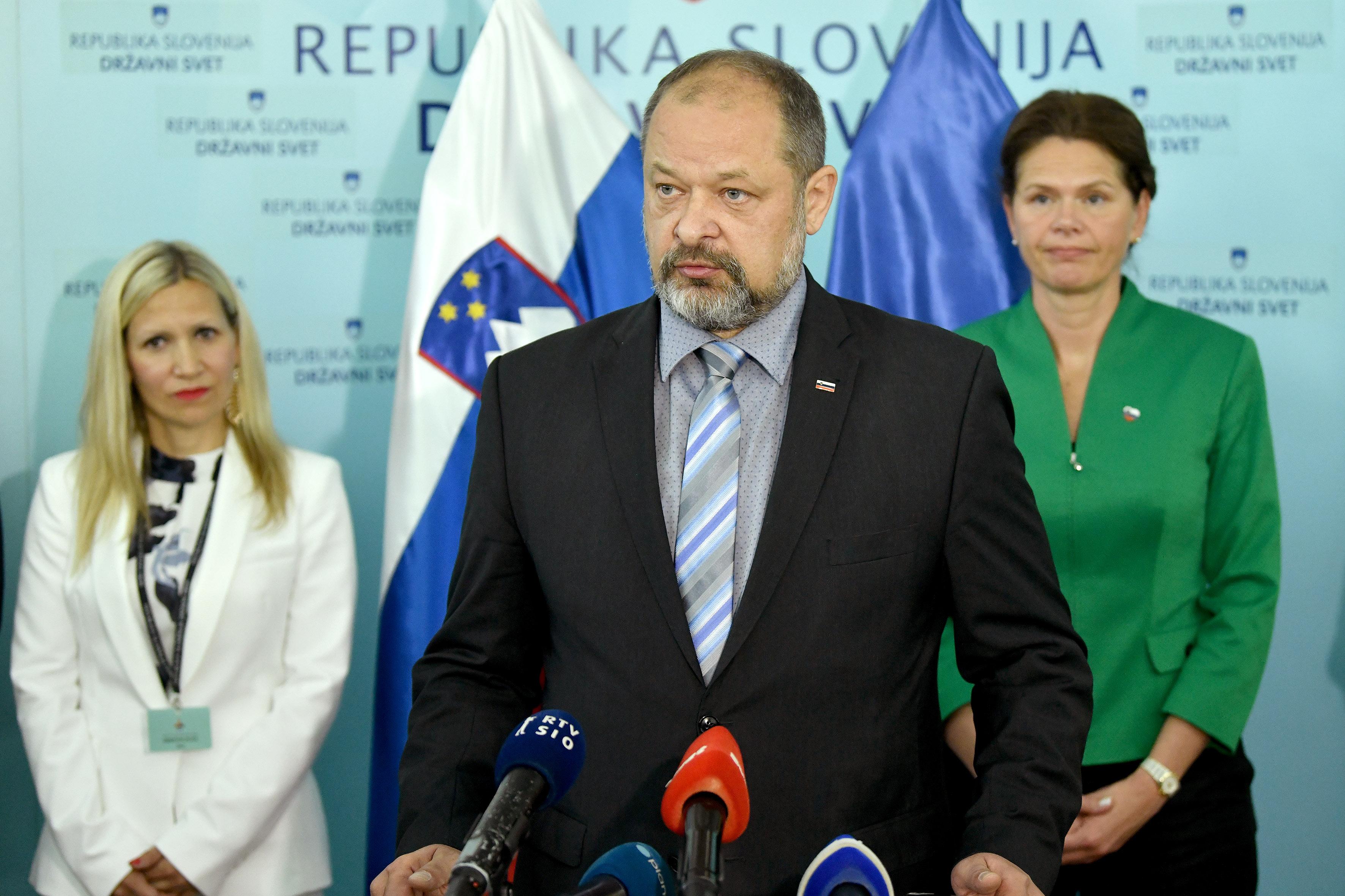 Alojz Kovšca in njegovi državni svetniki so izglasovali dva veta na sprejeta zakona v Državnem zboru (Foto: STA)