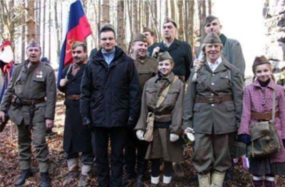 Marjan Šarec in totalitarni simboli (twiter)