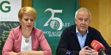 Kmetijska ministrica Aleksandra Pivec in direktor SiDG ter vplivni član DESUSA Zlatko Ficko (foto: STA)
