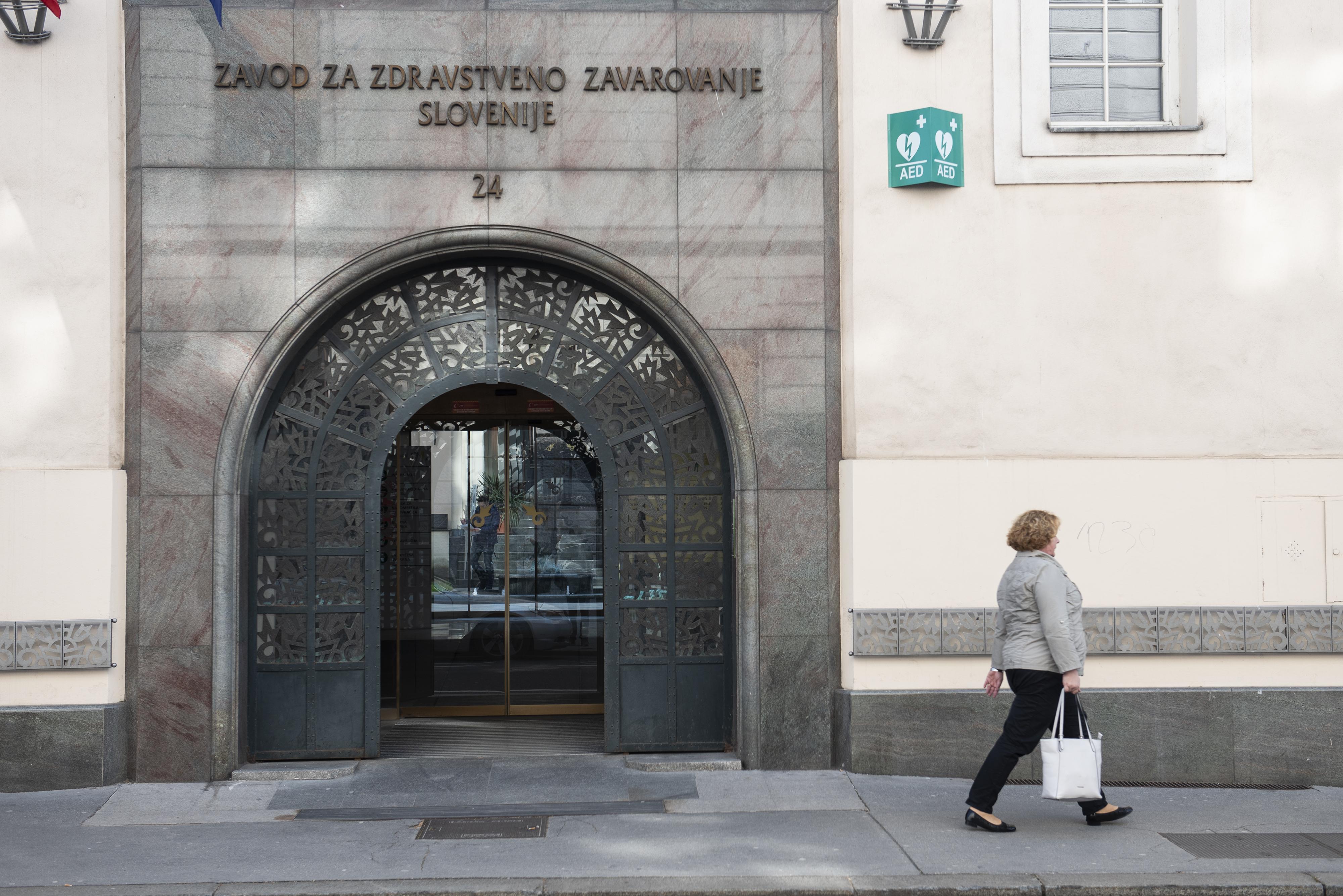 Zdravstveni lobiji zopet odpirajo šampanjce. ZZZS bo na letni ravni dobila dodatnih 527 milijon evrov. (foto: STA)