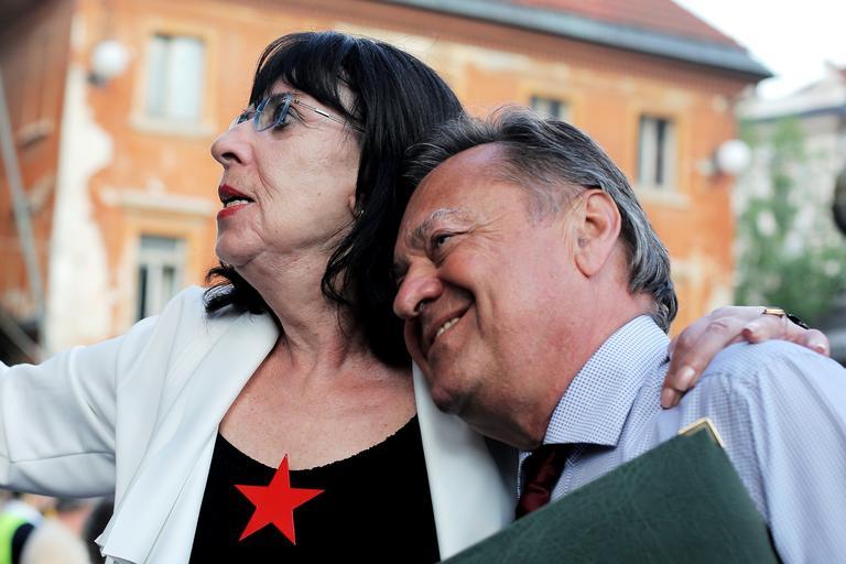 Svetlana Makarović in Zoran Janković na koncertu Nosil bom rdečo zvezdo. Zoran Jankovič pa ji je uredil z stanovanje v upokojenskem domu Trnovo. Sama pa ima tudi 1800 evrov kulturne pokojnine. (Foto: Arhiv Nova24TV)