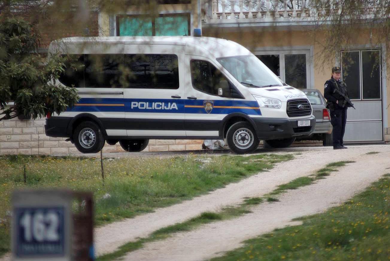 Hrvaški organi pregona so danes izvedli obsežno policijsko akcijo,v kateri so aretirali 30 osumljencev. (Foto: STA)