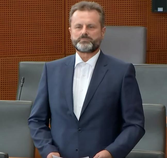 Robert Polnar je edini glasoval proti proračunu zaradi nesprejetja amandmaja SDS. (Foto: Nova24tv)