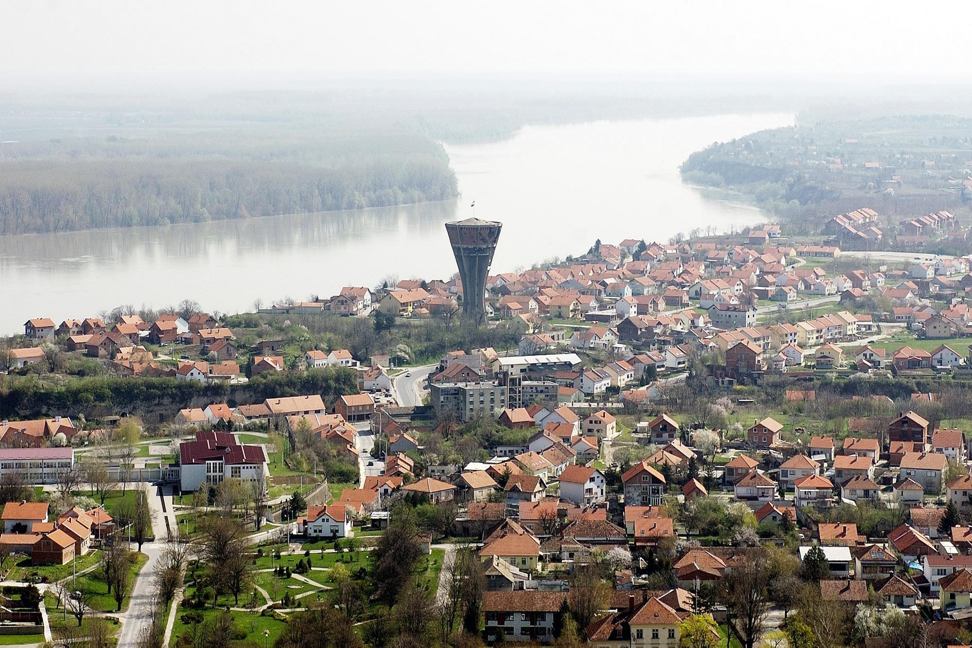 Mesto Vukovar s svojim znamenitim vodnim stolpom. (Foto: STA)