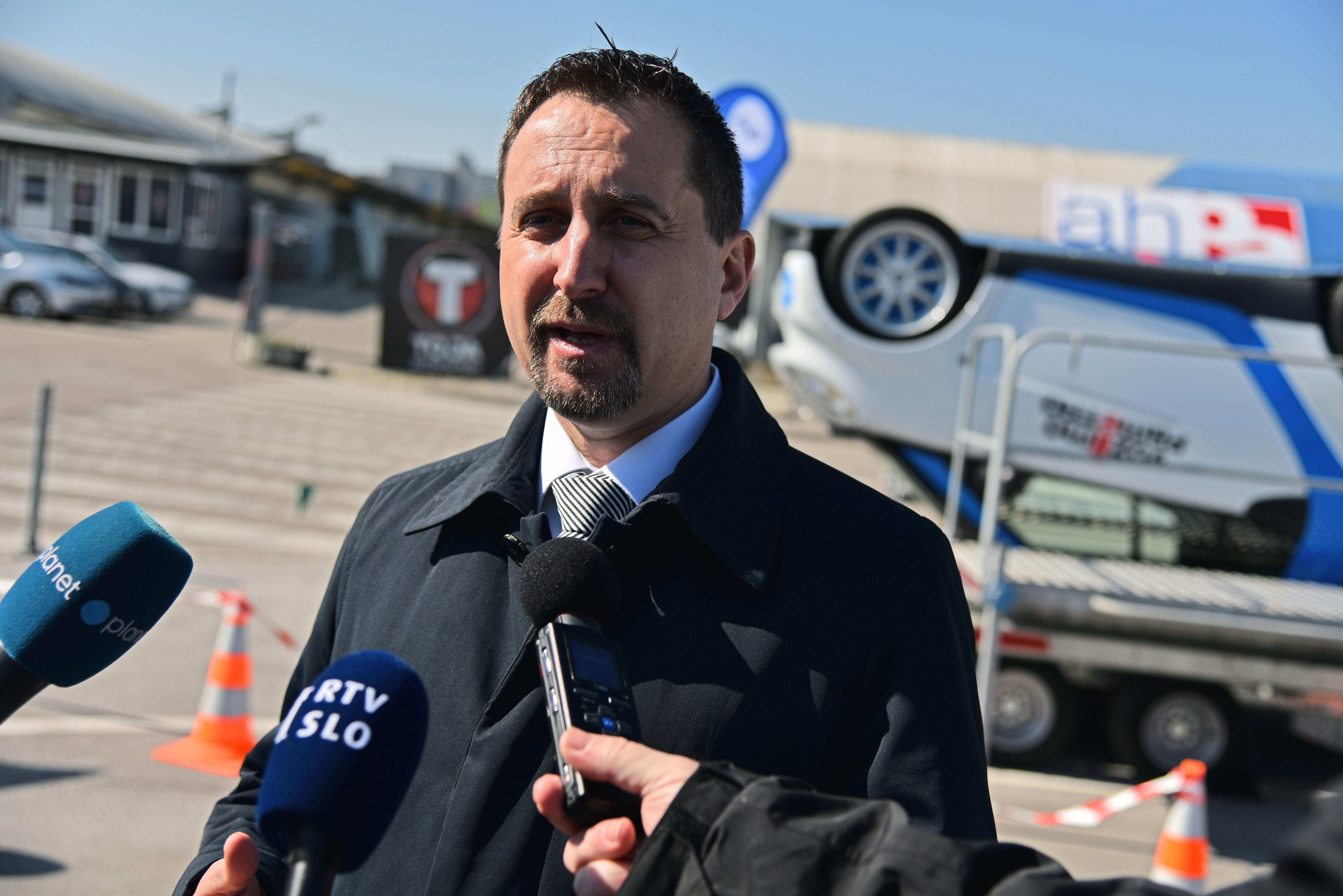 gor Velov, kranjski politični sopotnik Alenke Bratušek, je osumljen, da je v funkciji direktorja Agencije za varnost prometa izsiljeval denar za boksarski klub Bulldog iz Kranja. (Foto: STA)