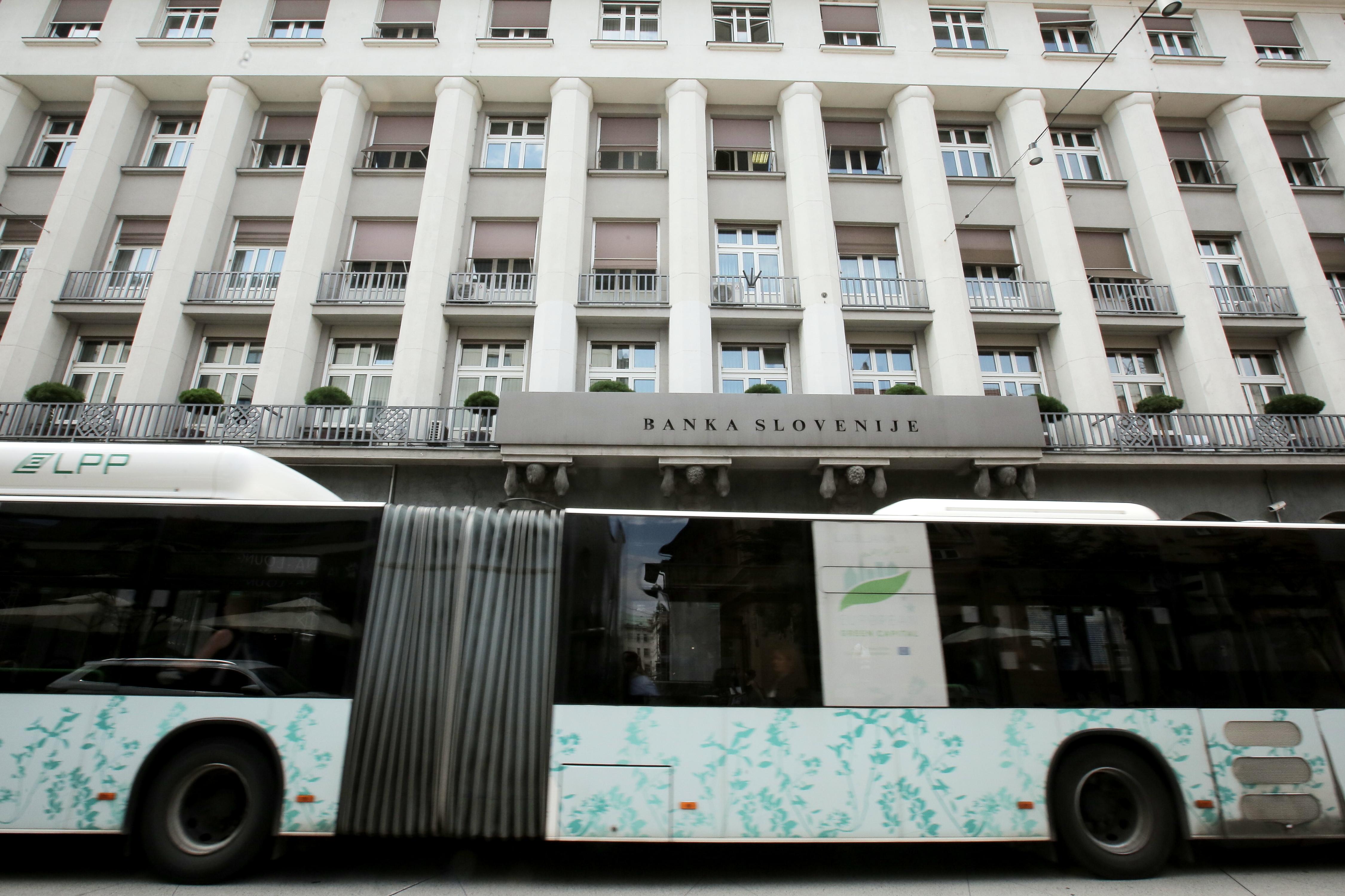Ljubljanski potniški promet je naredil diskriminatorno gesto pri umiku oglasov Zavoda ŽIV!M . (Foto: STA)