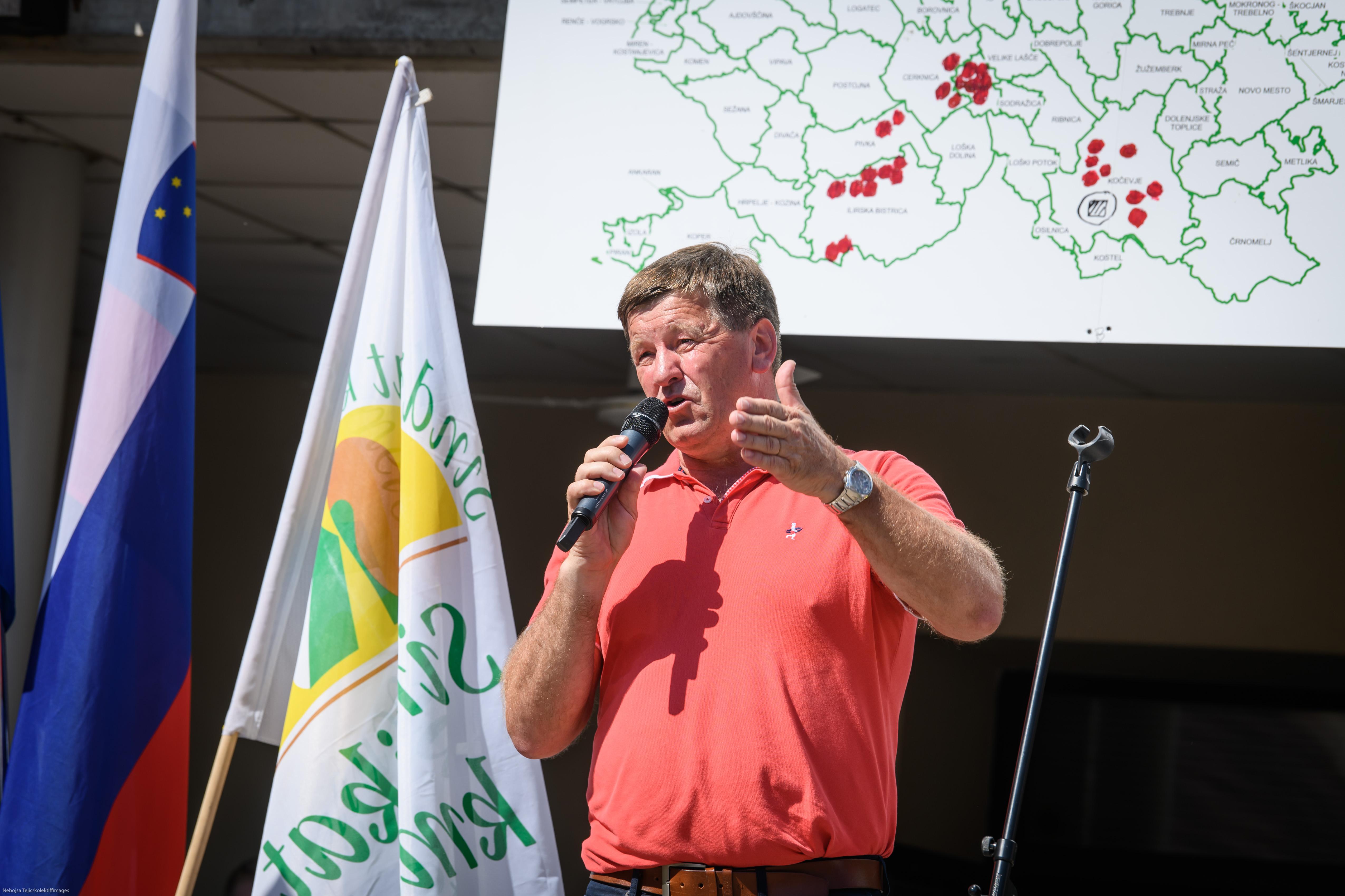 Evropski poslanec Franc Bogovi upa, da so tokratni slovenski predstavniki veliko bolje kot pred leti pod Židanovim poveljstvom glede slovenske zaščite vina teran. (Foto: STA)