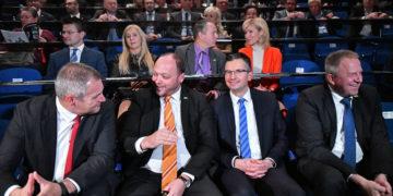 Premier Marjan Šarec še ima nekaj razlogov za smeh. (Foto: STA)