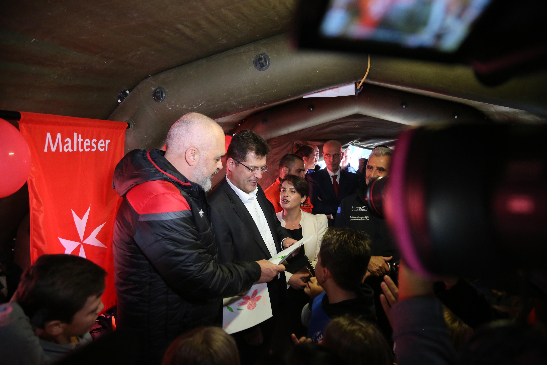 Evropski komisar za krizno upravljanje Janez Lenarčič na obisku v Albaniji. (Foto: STA)