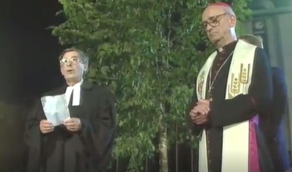 26. junija 1991 je bila proslava ob razglasitvi samostojne Slovenije. Tako evangeličanski senior Ludvik Novak kot ljubljanski nadškof Alojzij Šuštar sta ostala brez mikrofona. (Foto: printscreen)