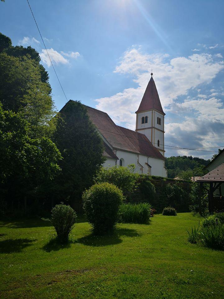 Cerkev Marijinega vnebovzetja na Gradu na Goričkem. (Foto: Facebook)