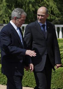 Janez Janša in takratni ameriški predsednik George W. Bush ob srečanju vrha EU- ZDA v letu 2008. (Foto: Slovensko predsedovanje 2008)