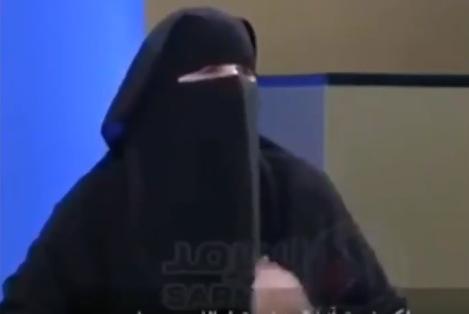 Omenjena muslimanka oblečena v burko je v televizijski oddaji povedala, da morajo biti kristjani najbolj preganjana verska skupina na svetu, ker ne izpolnjujejo dolžnosti šeriatskega prava. (Foto: Twitter)