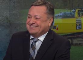 """Nasmejani Zoran Janković je govoril o svojih """"resnicah"""" glede gradnje kanala C0 in drugih aktualnih zadevah povezanih z delovanjem ljubljanskih mestnih oblasti. (Foto: Politično, RTV SLO)"""