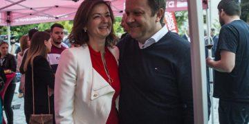 Sveža zaljubljena evropska poslanka Socialnih demokratov Tanja Fajon in padli kulturni minister Šarčeve vlade Dejan Prešiček. (Foto: Demokracija)