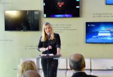 Odgovorna urednica informativnega programa na RTV SLO Manica Ambrožič prekriva podatke o merjenju javnega mnenja agencije Ninamedia. (Foto: STA)