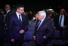 Predsednik slovenske vlade Marjan Šarec in Milan Kučan, bivši predsednik države in vodja najbolj vplivnega združenja slovenskih elit, Forum 21. (Foto: STA)