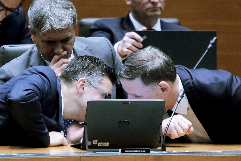 Predsednik vlade Marjan Šarec in finančni minister Andrej Bertoncelj. (Foto: STA)