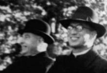 Nemški duhovnik Rudolf Besel sedi na sliki desno. (Foto: Loški razgledi, Rozalija Čuk)