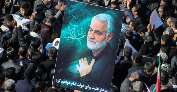 Pogreb terorista Kasema Sulejmanija v njegovem domačem mestu Kerman se je spremenil v tragedijo. (Foto: Twitter)